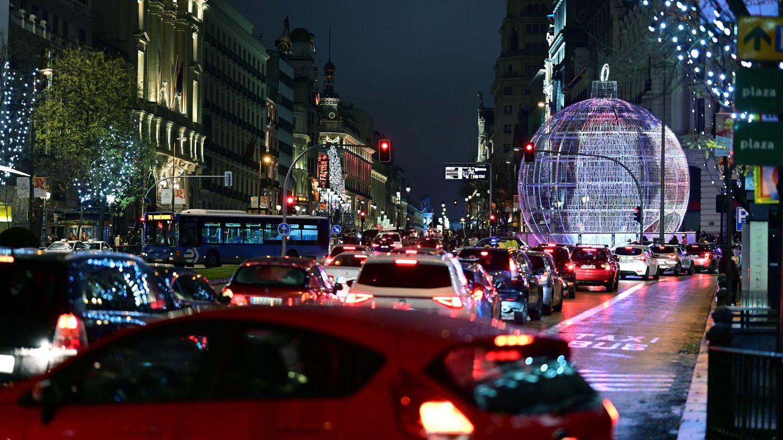 Tráfico en el centro de Madrid durante las navidades de 2020. Foto: EFE