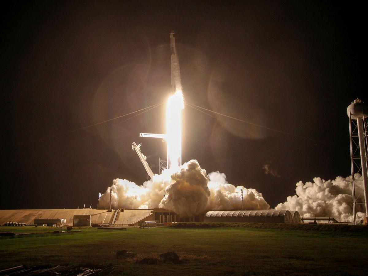 Foto: El cohete de SpaceX con la cápsula despega del Centro Espacial Kennedy el pasado 15 de noviembre. (Reuters)