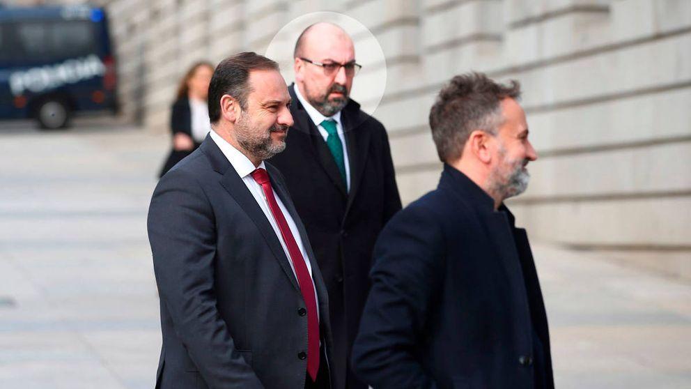 Ábalos releva al jefe de crisis del ministerio por un policía afín para tapar el Delcygate