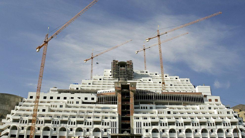 El Gobierno saca tarjeta roja al indulto de viviendas ilegales en Andalucía