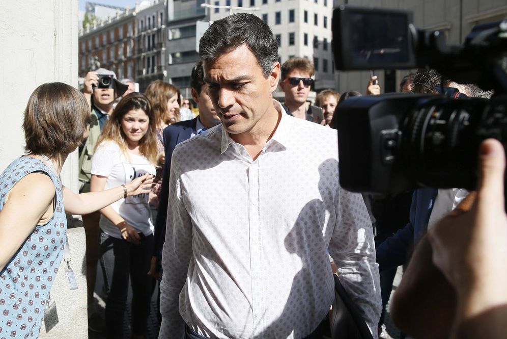 Foto: Pedro Sánchez, a su llegada al Congreso para la reunión con la cúpula del grupo socialista, el pasado 26 de mayo. (EFE)
