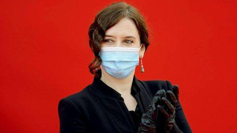 Isabel Díaz Ayuso y su armario de cuarentena: del luto estricto al vestido 'alegre'