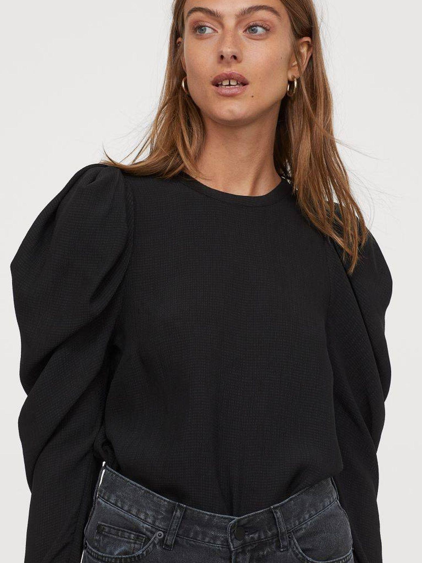 La blusa de color negro de HyM. (Cortesía)