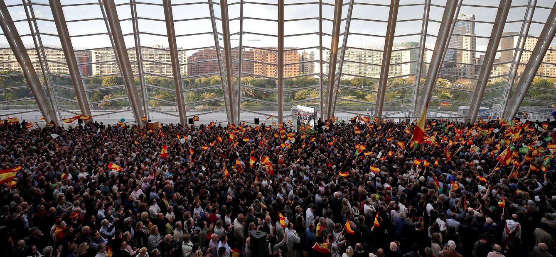 Foto: Cientos de militantes y simpatizantes llenaron el espacio del Museo de las Ciencias de Valencia. (EFE)