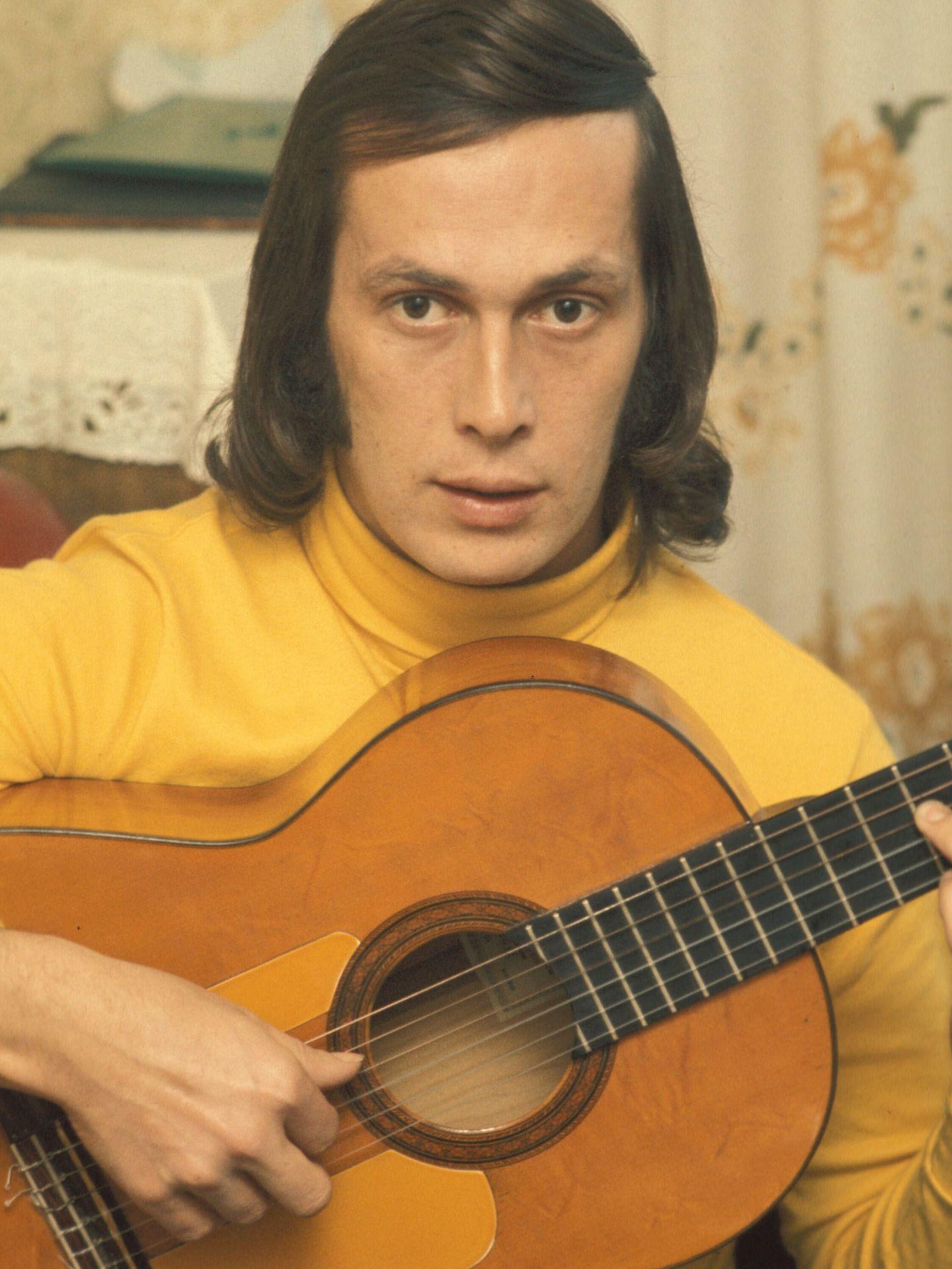 El guitarrista en los 70. (I.C.)
