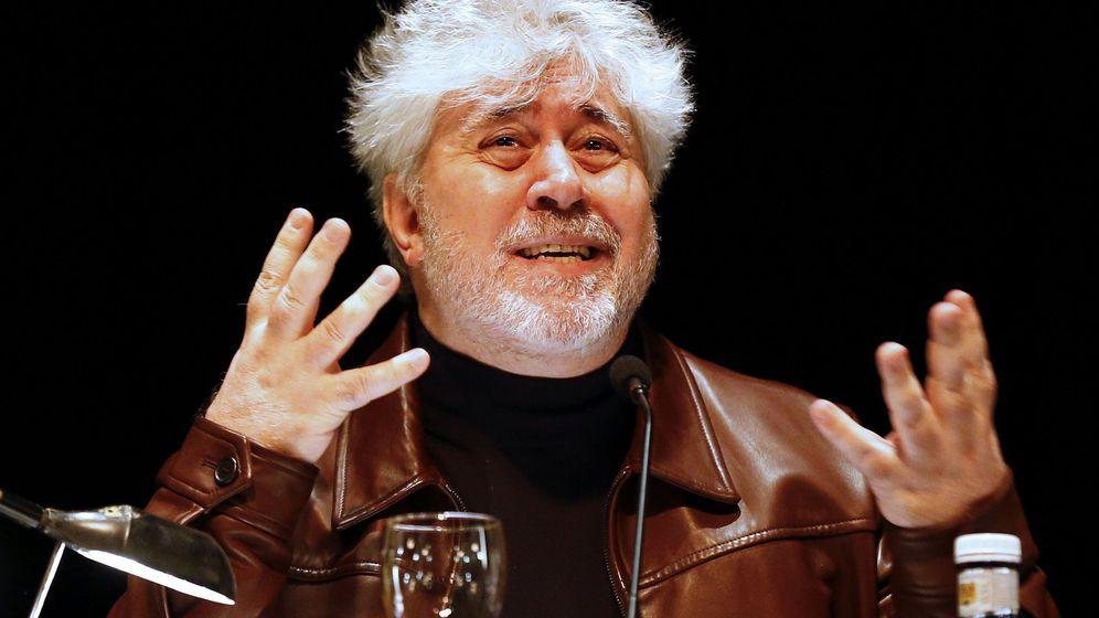 Foto: Pedro Almodóvar en el Círculo de Bellas Artes (EFE)
