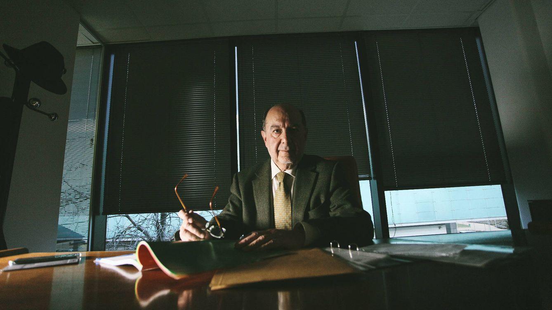 Foto: El funcionario Jaime Nicolás en un despacho. (Fotos: Enrique Villarino)