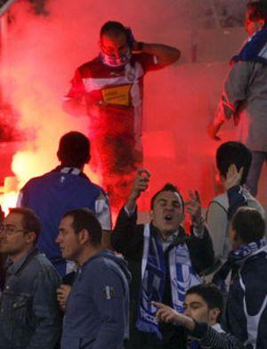 El partido estuvo detenido diez minutos por incidentes del público
