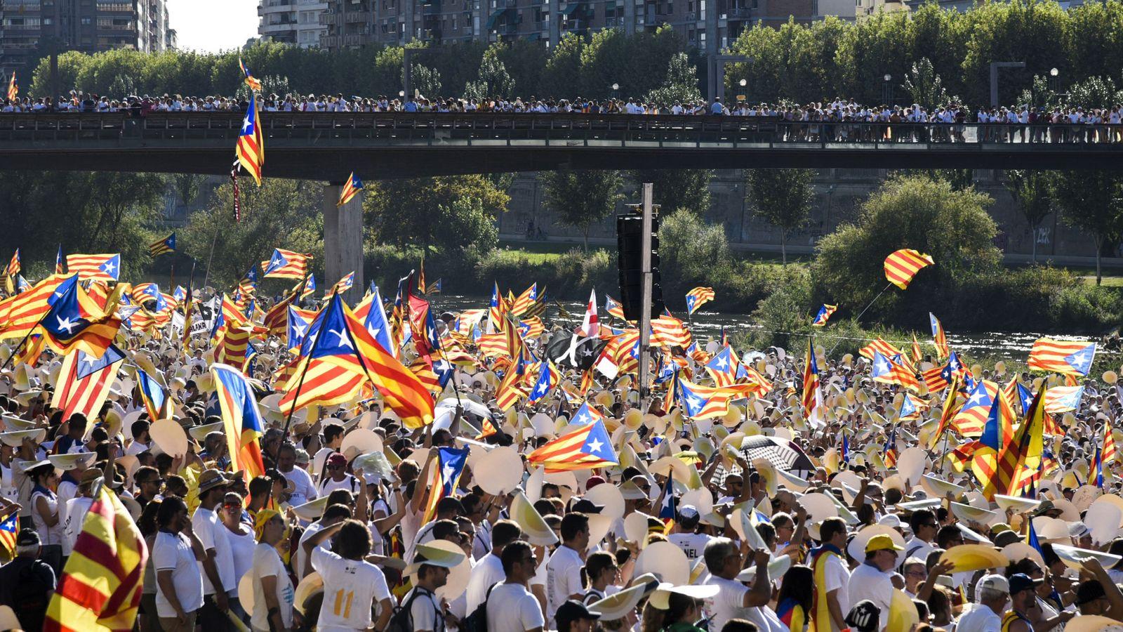 Foto: Manifestación en Lleida a favor de la independencia de Cataluña. (EFE)