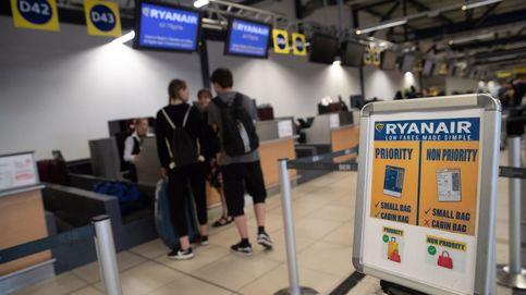 Ryanair no puede cobrar suplemento por el equipaje de mano, según un juez
