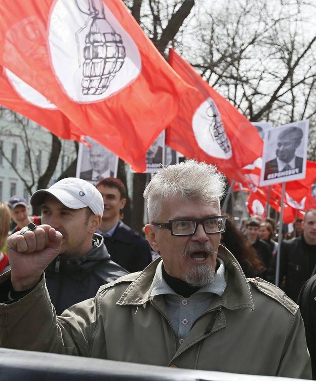Foto: Limonov durante una protesta de 'nacional-bolcheviques' en Moscú. (EFE)
