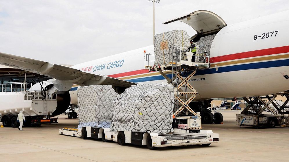 Foto: Llega un avión de china con 6 toneladas de mascarillas para castilla y león