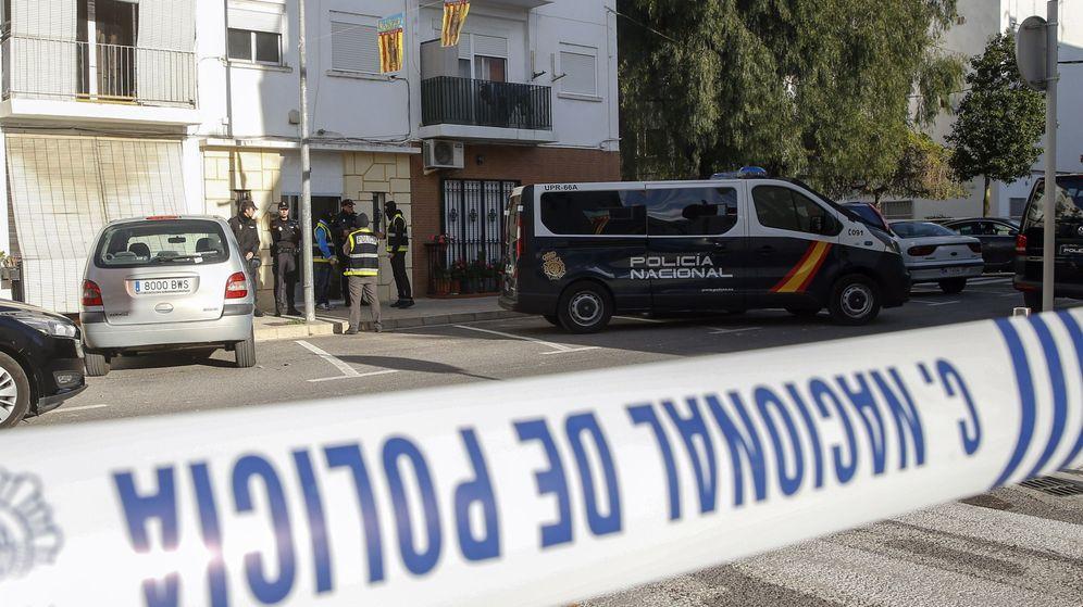 Foto: Imagen de archivo de un furgón de la Policía Nacional en Valencia. (EFE)