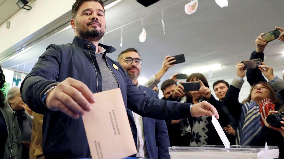 Foto: Gabriel Rufián, candidato de ERC, emitiendo su voto en Sabadell, Barcelona (EFE)