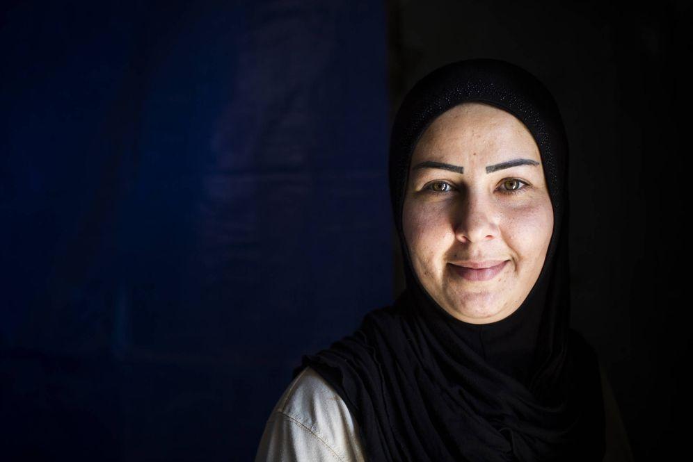 Foto: Sukaina Ismail, de 29 años, una de las desminadoras más veteranas del Líbano (E. Bonet)