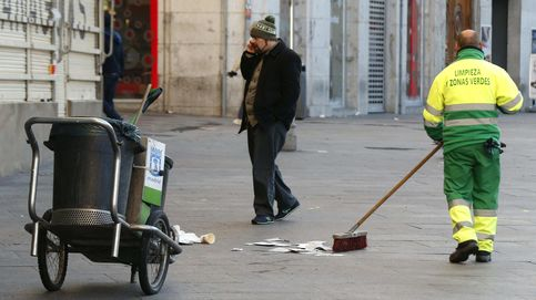 Carmena recrudece las sanciones sobre comerciantes que depositen mal la basura