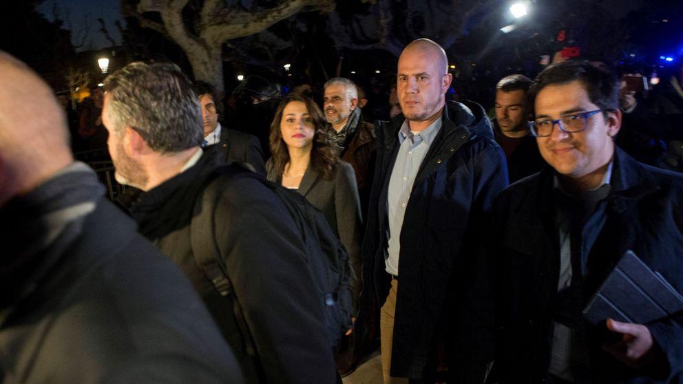 Los diputados de Cs salen del Parlament al grito de fascistas y botiflers
