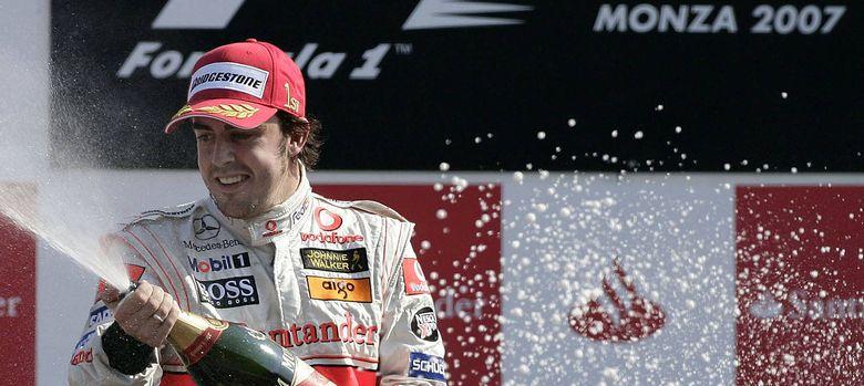 Foto: Fernando Alonso celebrando su primer triunfo en Monza, en 2007.