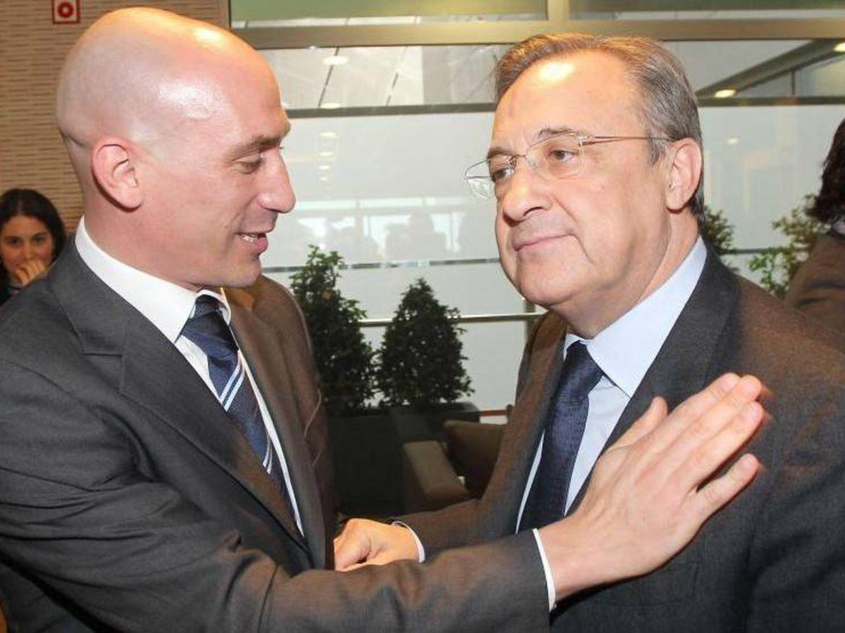 Foto: Luis Rubiales saluda efusivamente a Florentino Pérez.