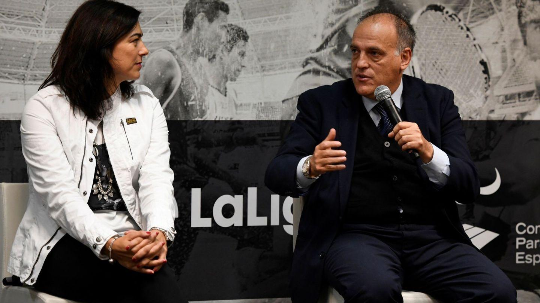 María José Rienda, junto a Javier Tebas, durante la presentación de la Oficina de Estrategia Internacional del Deporte. (EFE)