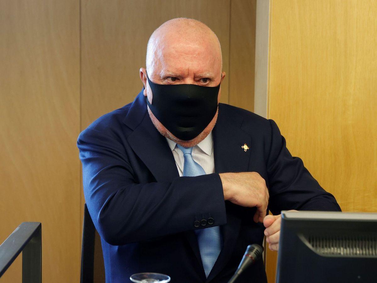 Foto: El comisario jubilado José Manuel Villarejo durante su comparecencia ante la comisión parlamentaria Kitchen. (EFE)