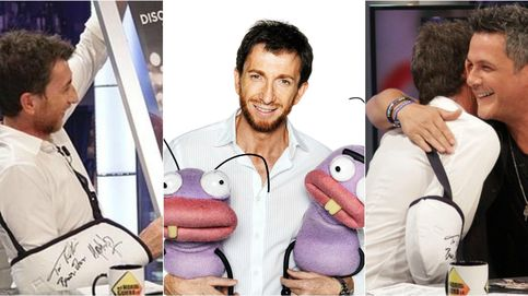Pablo Motos subasta su cabestrillo firmado por famosos por 2.000 euros