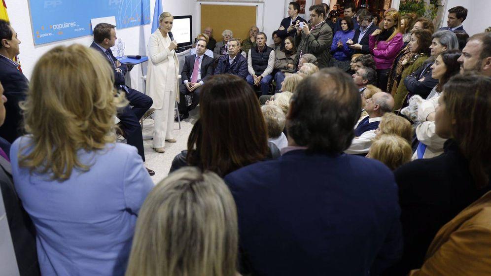 Foto: Cifuentes, en un acto en Tres Cantos en la campaña para ser elegida presidenta del PP de Madrid.