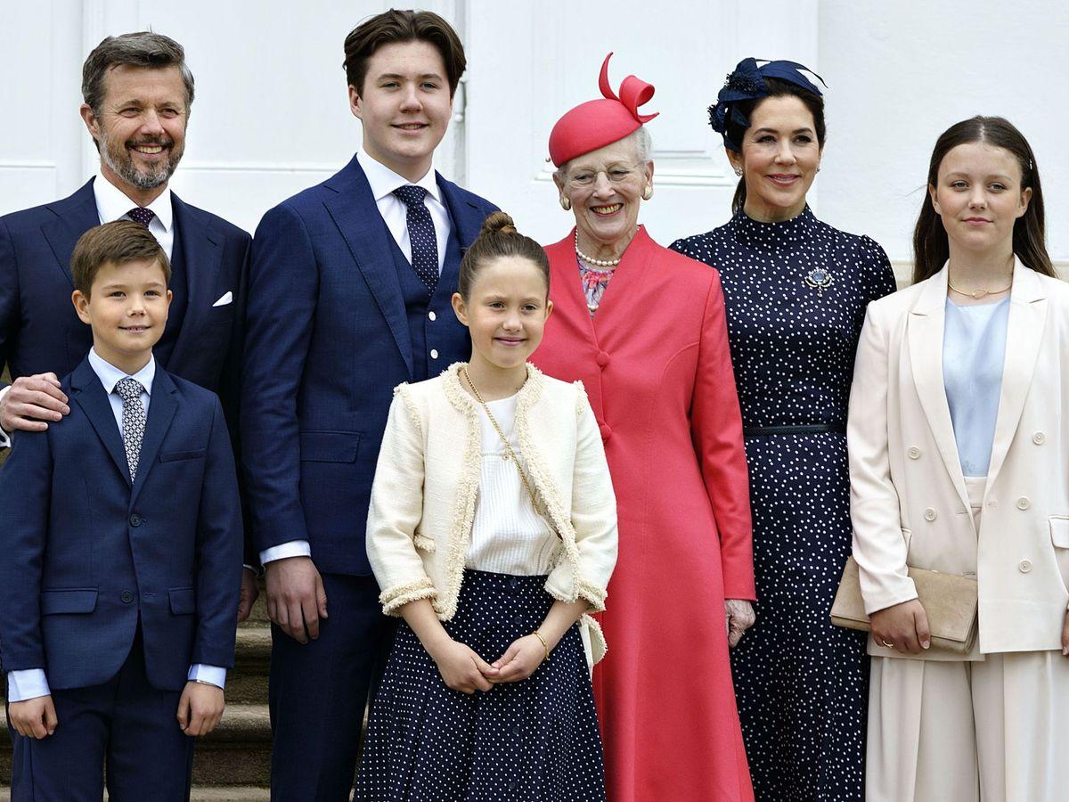 Foto: Mary y Margarita de Dinamarca junto a su familia en la confirmación del príncipe Christian. (EFE)