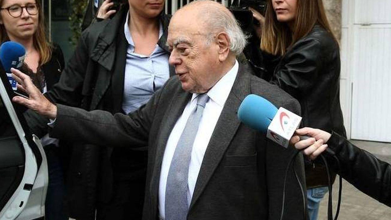 Jordi Pujol, a la entrada de su domicilio de Barcelona. (EFE).
