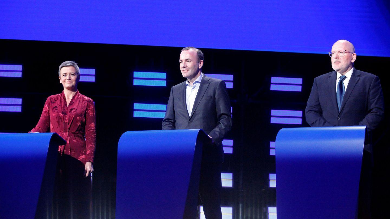 Vestager (d), Weber (c) y Timmermans (i), durante un debate de las elecciones europeas. (Reuters)