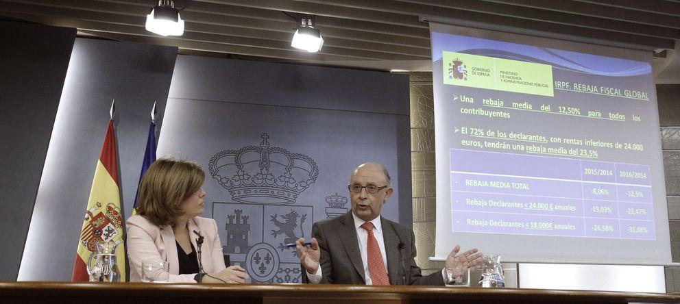 Foto: Sáenz de Santamaría y Montoro, tras el Consejo de Ministros. (Efe)
