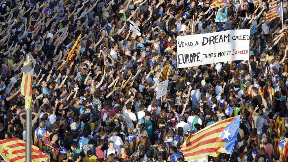 Foto: Manifestación en la plaza de la Universidad de Barcelona. (EFE)