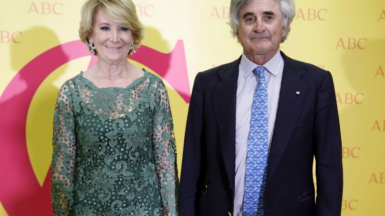 Esperanza Aguirre, y su marido, Fernando Ramírez de Haro. (EFE)