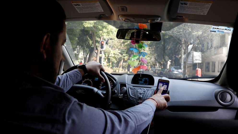 Llega el radar indetectable que solo te multará si utilizas el móvil en el coche