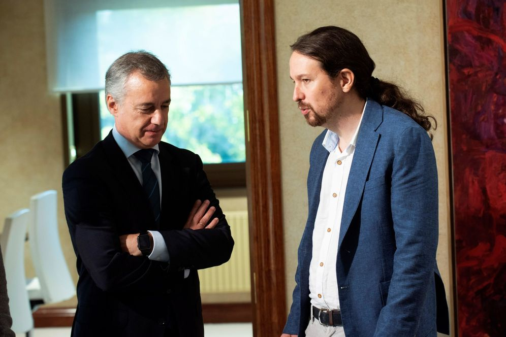 Foto: Pablo Iglesias e Iñigo Urkullu momentos antes de reunirse en la Lehendakaritza en Vitoria. (EFE)