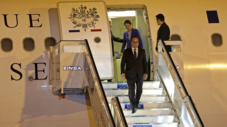 Foto: El presidente francés François Hollande junto a su exmujer y ministra de Ecología, Ségolène Royal, llegando a La Habana (Reuters)