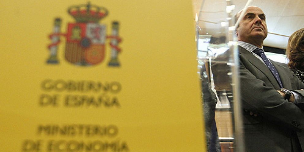 Foto: De Guindos deja a Rato sin 1,7 millones anuales