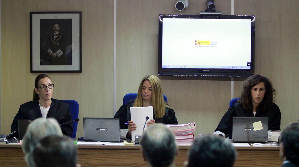 Foto: Las magistradas Rocío Martín, Samantha Romero y Eleonor Moya, durante la presentación de las conclusiones del juicio del caso Nóos. (EFE)