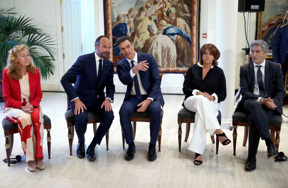 Foto: Pedro Sánchez, con Édouard Philippe y su ministra de Justicia, Nicole Belloubet, y Dolores Delgado y Fernando Grande-Marlaska, este 1 de octubre. (EFE)