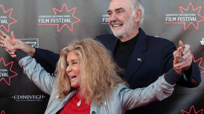 Sean Connery, junto a su mujer. (EFE)