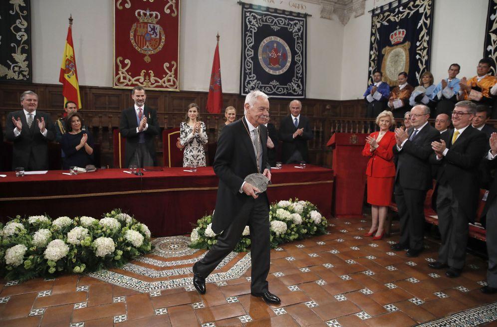 Foto: Eduardo Mendoza recibe el Premio Cervantes 2016 (Efe)