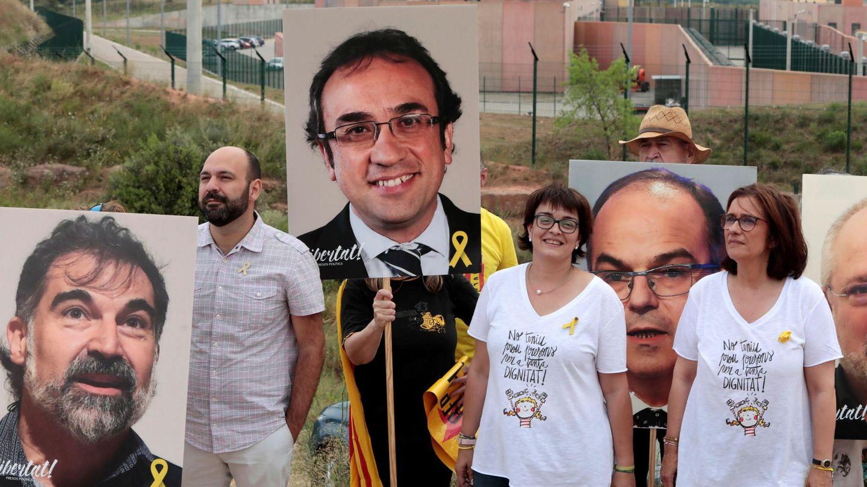 Concentración en la prisión de Lledoners por la libertad de los políticos catalanes presos. (EFE)