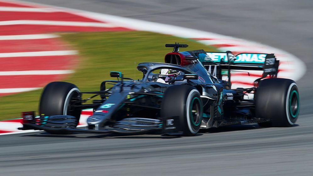Foto: Lewis Hamilton durante los entrenamientos de pretemporada en Barcelona. (EFE)