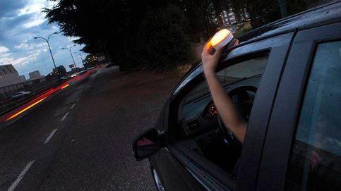 Baliza v16: la luz de emergencia que necesitas llevar en tu coche