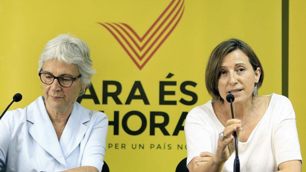 Foto: La presidenta de la Asamblea Nacional Catalana (ANC), Carme Forcadell (d) y la presidenta de Omnium Cultural, Muriel Casals (i). (EFE)
