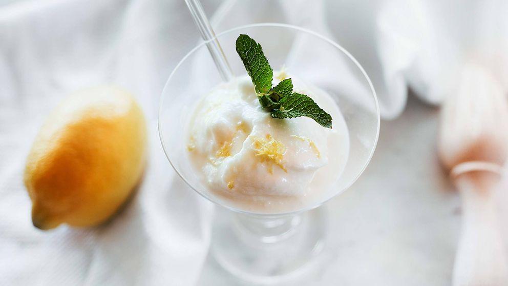 Sorbete cremoso de limón, un helado muy fácil elaborado sin lácteos