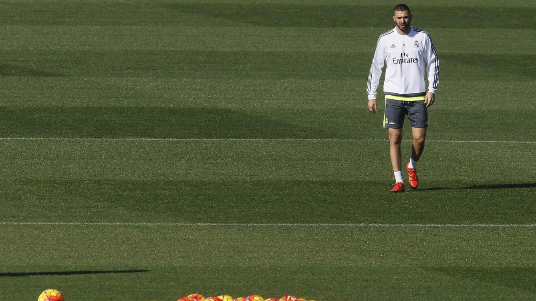 Benzema considera banal su escupitajo tras La Marsellesa en el Clásico