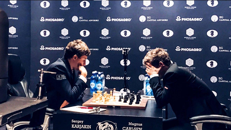 Foto: Momento de la cuarta partida, que tras 94 movimientos concluyó de nuevo en tablas.