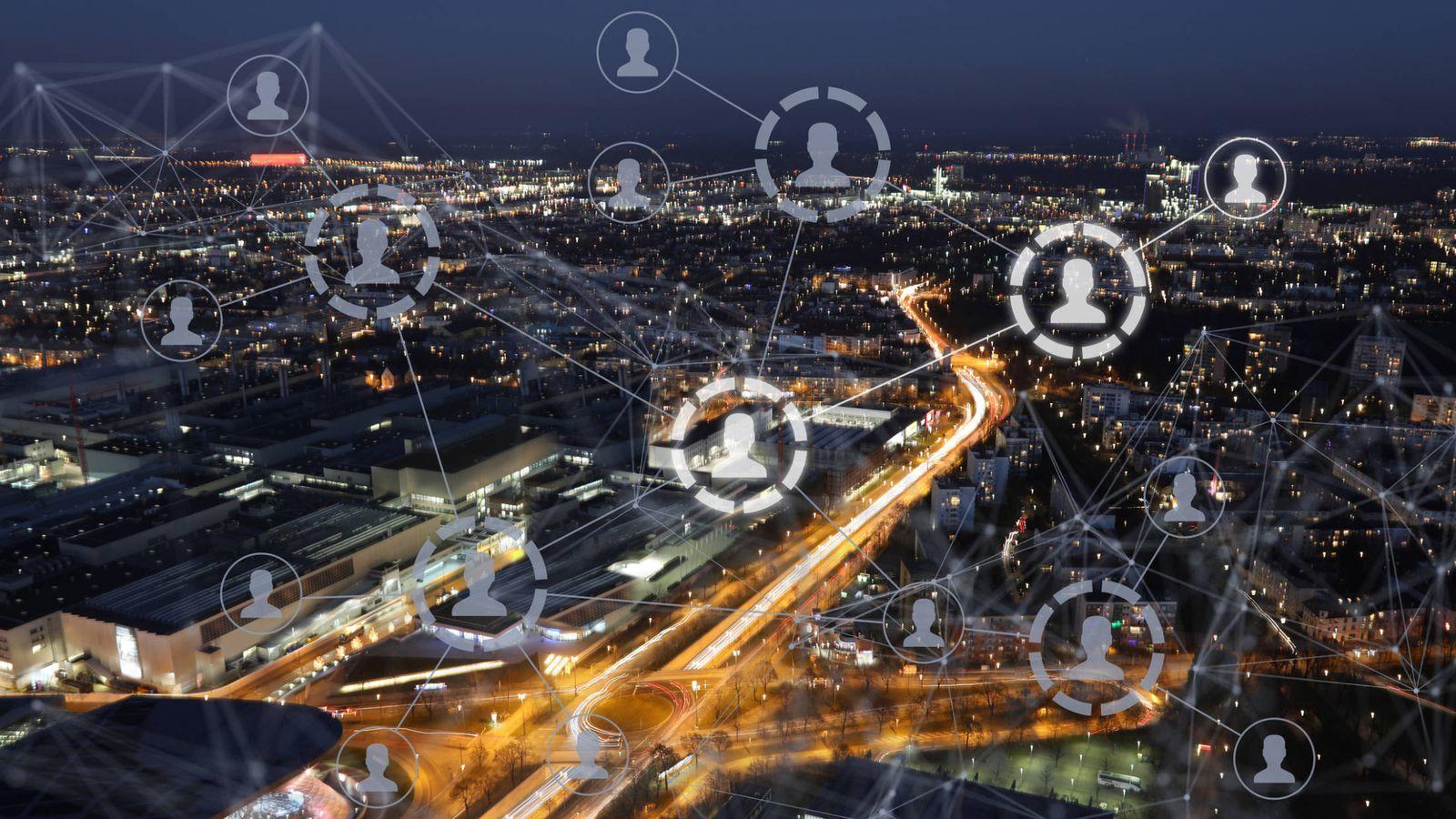 Foto: Una sociedad conectada en red. (iStock)