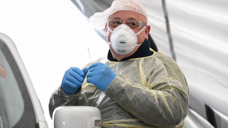Justicia cede 800 médicos forenses y casi 200 facultativos para luchar contra el virus